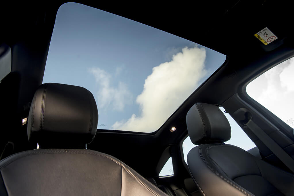 E-Pace glass panoramic roof