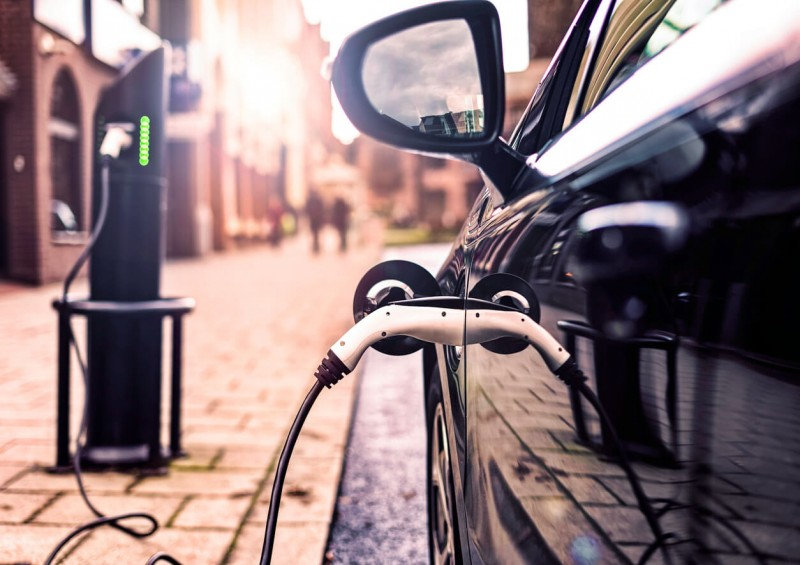 Electric or hybrid car charging on street